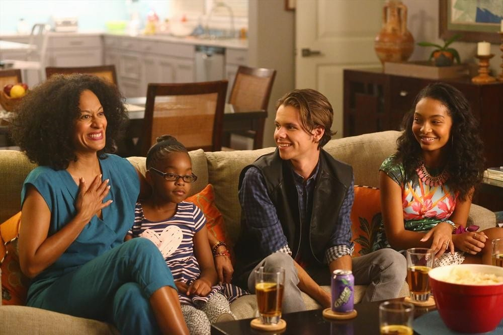 Four characters in Black-ish sit on a couch together